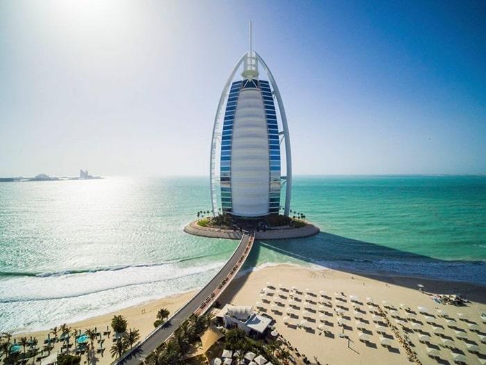 Why is Dubai a popular tourist destination